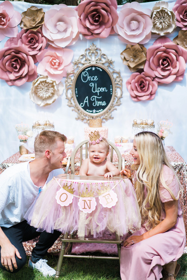 Katelyn Jones A Touch of Pink Baby Birthday Smash Cake Parents